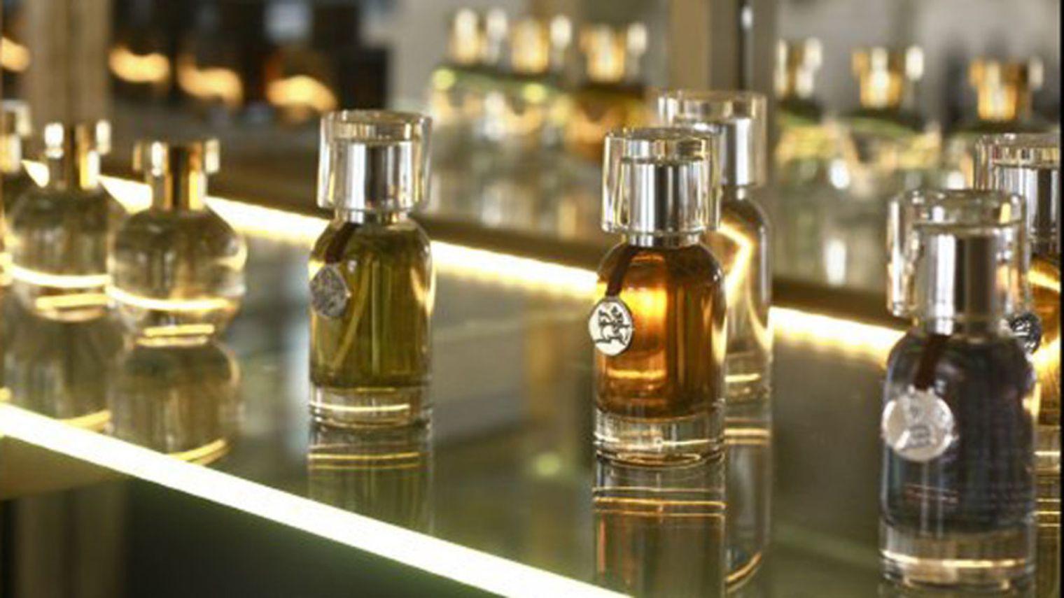 ces coffrets de parfums originaux offrir pour no l voyage en beaut. Black Bedroom Furniture Sets. Home Design Ideas