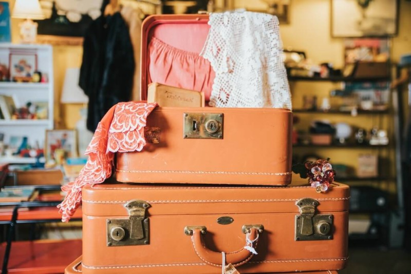dans ma valise vetements incontournables en voyage, indispensables